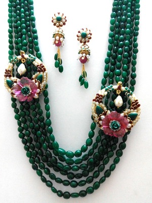 classic emerald necklace