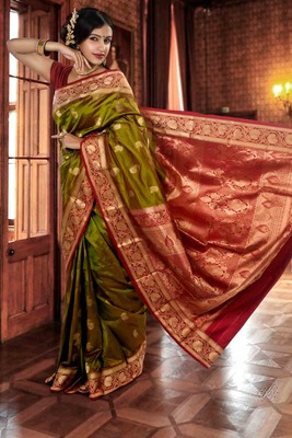 Green pure silk zari weaved saree in maroon pallu & blouse-SR5804