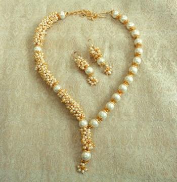 Preety white pearl antique wedding bandani necklace
