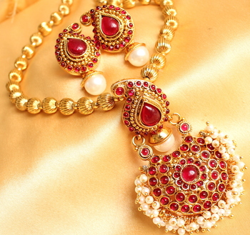 Beautiful Red Pearl Cluster Mango Necklace Set