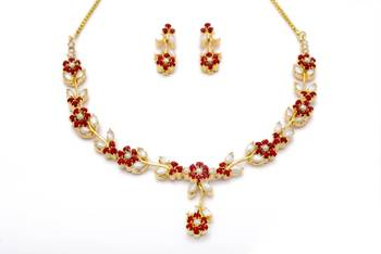 LILY NECKLACE SET WITH EARRINGS (PEARL CORAL) -