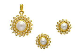 EXCLUSIVE STONE STUDDED SUN LOCKET SET WITH EARRINGS (PEARL) -