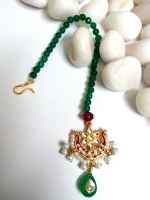 kundan maang tikka with emerald