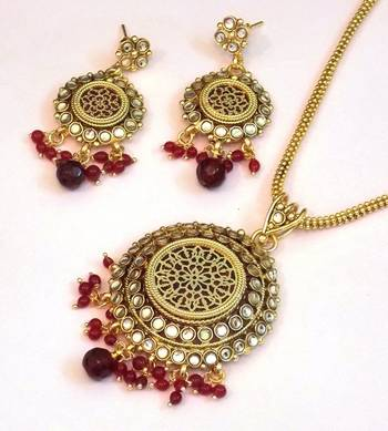 Ethnic Traditional handcrafted Thewa Set with gold work And Kundan