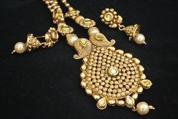 Gold Beaded Chain with elegant pendant jewelry set