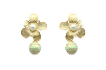 floral shaped green earrings