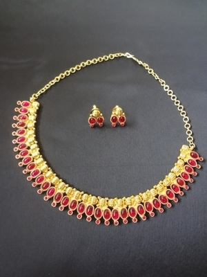 Oval Kemp Necklace with Earrings