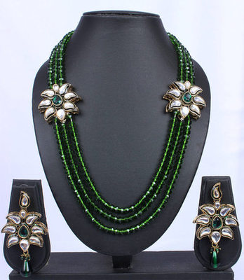 Emerald Green Twin Pendant Kundan Beads Necklace Set