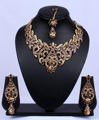 Wine Gold Stone Studded Dangler Necklace Set