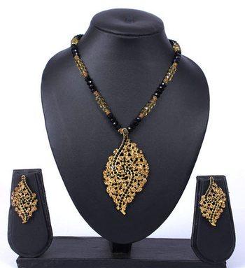 Gold Black Beads Pendant Necklace Set