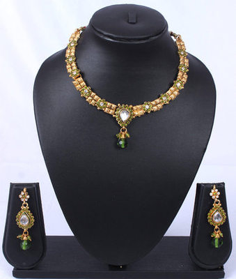 Green Gold Choker Subtle Necklace Set