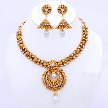 Adorable Polki Necklace Set