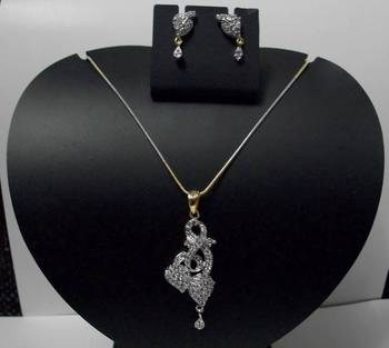 Entangled Heart Diamond Pendant 028