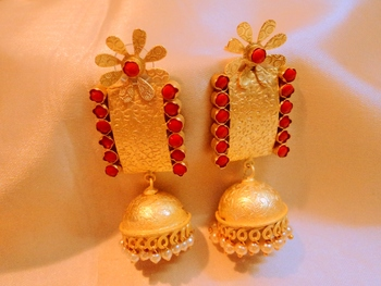 Amrapali Trendy Meenakari Light Weight Danglers