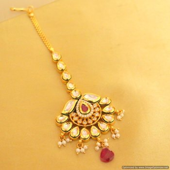 Beautiful Kundan Ruby Maang Tikka