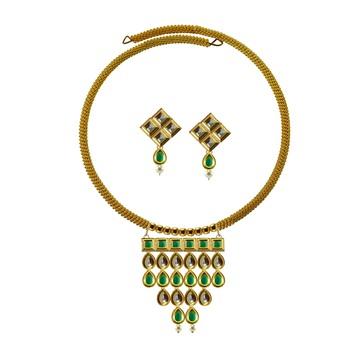 Golden Kundun Stud Gold Platted Brass Hasli Necklace