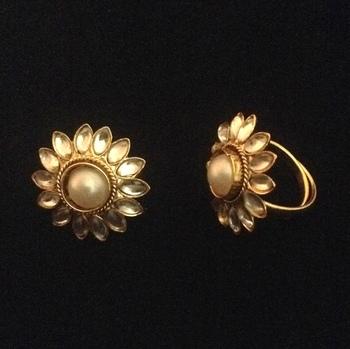 Adjusatable pearl kundan style work toe ring ab101w