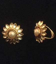 Buy Adjusatable pearl kundan style work toe ring ab101w toe-ring online