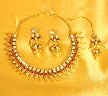 Kundan Meenakari Matt Finish Gold Look Necklace Set