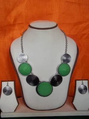 green stones silver necklace set