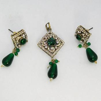 Victorian Pendant Set Emerald Green