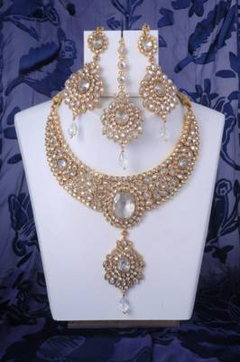 Heavy Kundan Necklace Set in Gold and White