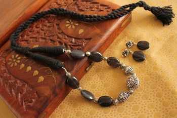 Beautiful Handmade Black Silver Beads Necklace Set