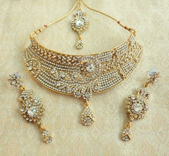 Amazing White Stone Delicate Choker Jewellery Necklace Set For