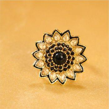 Beautiful Flower Pattern Zircon Ring