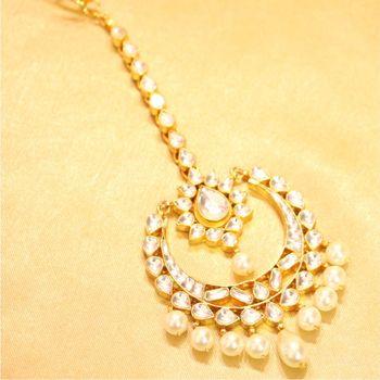 Beautiful PEAR shaped kundan pearl maang tikka