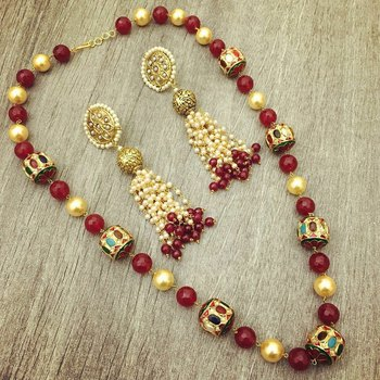 Red Onyx Set With Pearls And Navrattan Stones