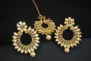 Tradtional Indian Gold Maang tikka jewelry set