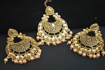 Reeti Fashions -Rose Gold Pearl earring-tikka Jewellery set.