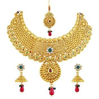 Gold Diamond Necklace Sets