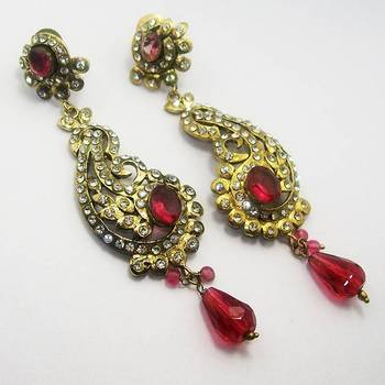 Victorian Curvy Long Earring Queen Pink
