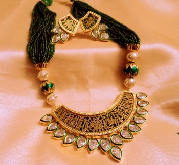 kundan thewa green necklace