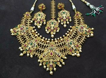 Elegant queenly padmavat matt finish chokar necklace set