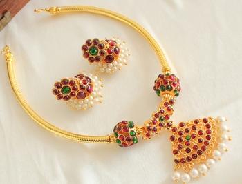 Beautiful Gold Plated Handmade Kemp Balls Temple Necklace Set