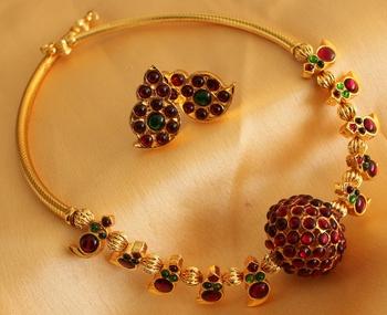 Beautiful Handmade Kemp Ball Designer Necklace Set