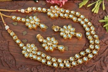 Simple Light Weight Elegant Golden Kundan Embellished Necklace Set with Earrings and Maang Tikka
