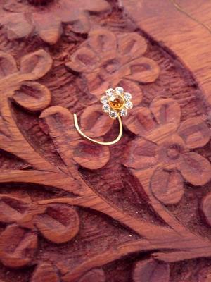 9 Diamond Designer Floral Nose Pin