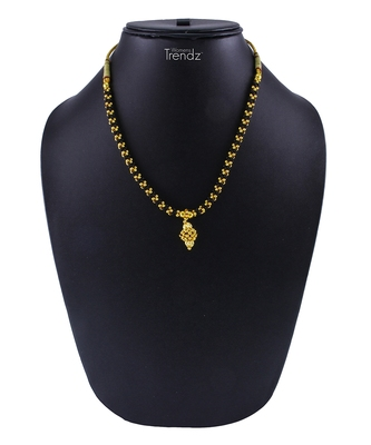 Traditional Handmade Golden And Black Crystal Jewellery Alloy Necklace For Women And Girls