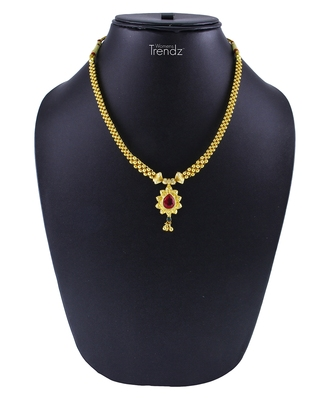 Traditional Handmade Jewellery Red Crystal Golden Pendal Alloy Necklace/Haar for Womens