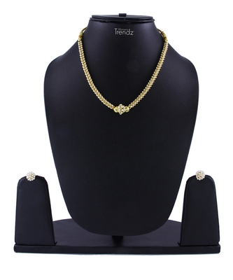 Traditional Handmade Gold Plated Jewellery White Crystal Pendal Alloy Necklace And Earring Set For Womens