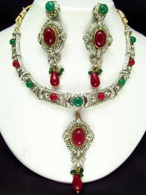 Red n green beaded victorian style necklace set.