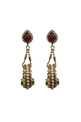 Gold polished tear drop shaped earrings