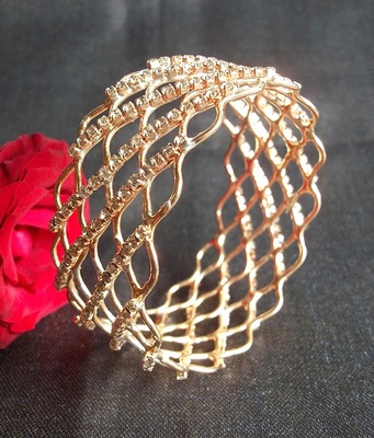 Golden Stone jaali kada bangle