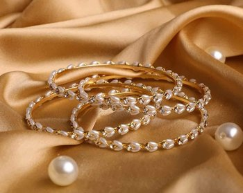A Set Of 4 Look A Like Jewellery Pearl Bracelets