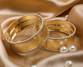 Rich Look Like Jewellery Golden Bracelet Pair With Intricate Stonework