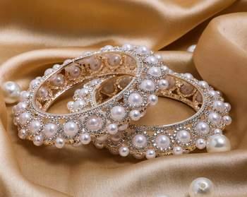 A Set Of 2 Look A Like Jewellery Pearl Bracelets